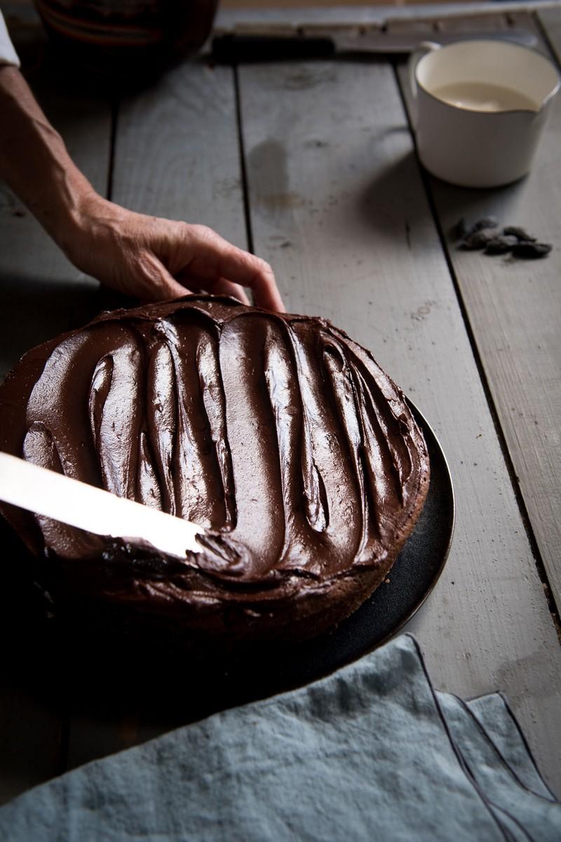 recouvrir le gâteau avec de la ganache à la feve tonka